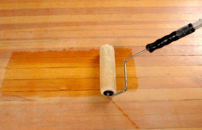 Нанесение на деревянный пол паркетного лака