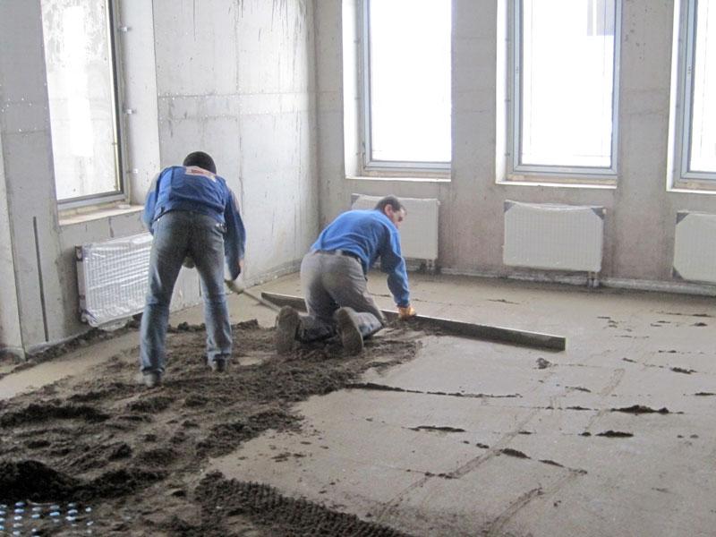 Цементно-песчаная стяжка пола: пошаговый инструктаж по проведению работ