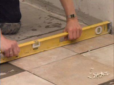 Проверка уровня плитки