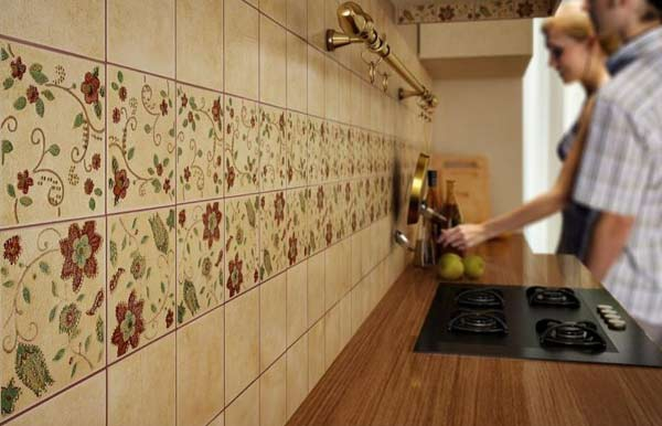 рабочая зона на кухне из плитки фото