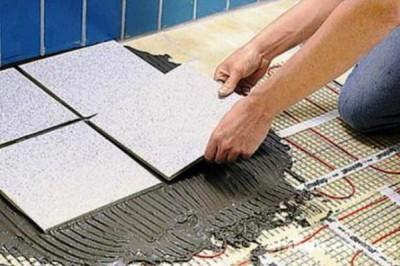 Плитка над теплыми полами укладывается обычным способом