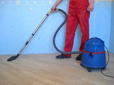 Циклевке предшествует тщательная уборка