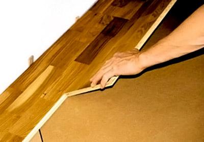 Монтаж напольного покрытия при помощи «замка»