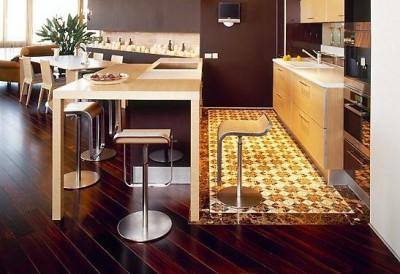 Деревянный кухонный пол