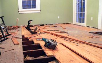 Замена прогнивших досок деревянного пола