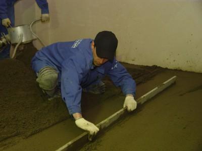 Заливка бетонного пола в гараже должна быть произведена за один раз