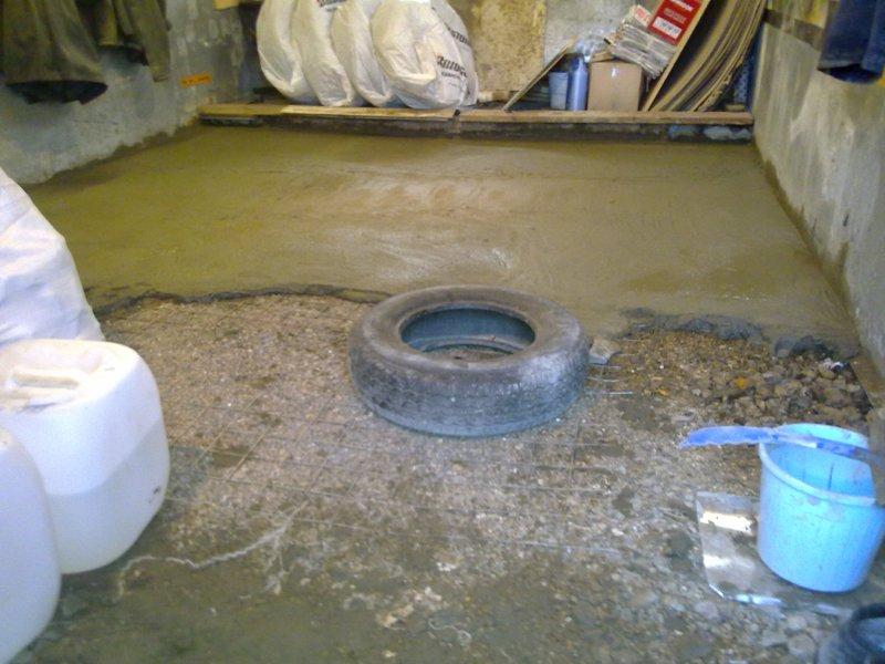 Укладка армированного слоя и заливка бетоном.