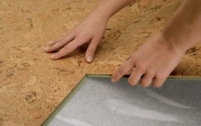 Пробковое напольное покрытие отличается простотой монтажа