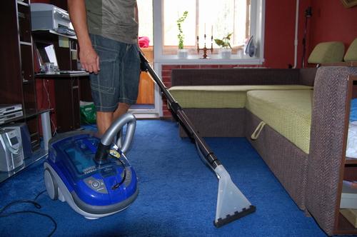 Как почистить ковролин — современные и народные средства