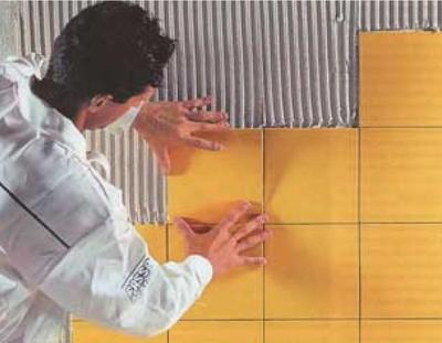 Укладка керамической плитки на стены ванной комнаты