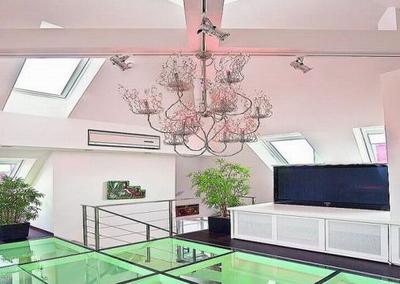 Установка стеклянного пола в межэтажных перекрытиях - ощущение невесомости конструкции