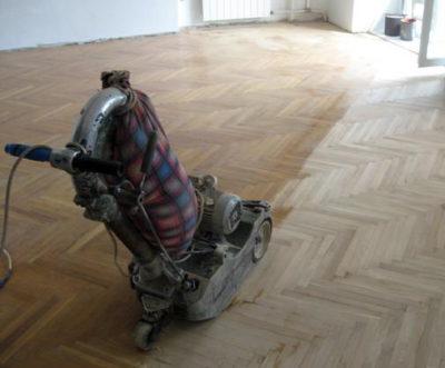 Первый этап шлифовки деревянного пола