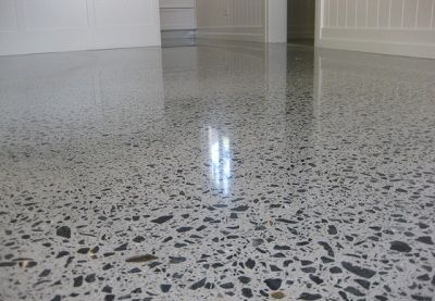Как обеспылить бетонный пол с основанием из мраморной крошки?