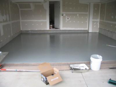 Бетонный пол в гараже - самый доступный и проверенный вариант