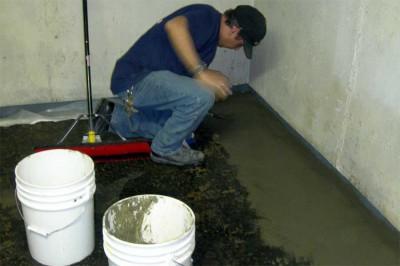 Как правильно выполнить обмазочную гидроизоляцию в квартире на первом этаже?