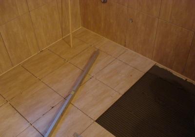 Укладка плитки на деревянный пол - это реально!