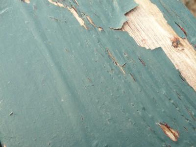 Как быстро и эффективно избавиться от краски на деревянном полу?