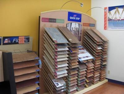 Огромный ассортимент ламината в строительном магазине - выбирать есть из чего!