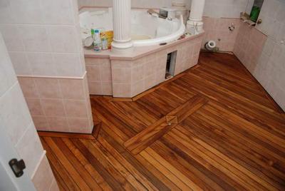 Полы из тика в ванной комнате - дорого, комфортно, стильно