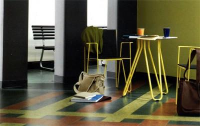 Оригинальные покрытия можно создавать из кусочков разноцветного линолеума