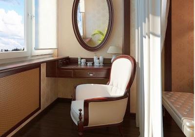 На застекленной лоджии ламинат подобран под цвет мебели - очень эффектно!