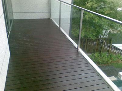 Чем покрыть пол на балконе выбор наиболее подходящего напольного материала