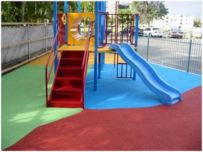 Резиновое покрытие - безопасная поверхность игровой площадки