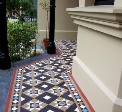 Метлахской плиткой выкладывают открытые веранды и террасы