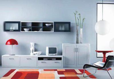 Геометрия прямоугольников в это комнате прослеживается и в рисунке ковра, и в форме мебели, и в линиях настенных полок