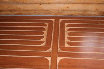 Можно ли делать монтаж напольной системы обогрева под ламинат на старый деревянный пол?
