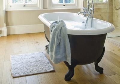 Коврик для ванной должен быть небольшим и влагоустойчивым