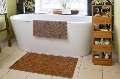 Циновка из бамбука поможет осуществить массаж ног, если пройтись по ней босиком