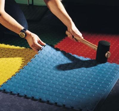 Как исправить дефект монтажа напольной плитки ПВХ?
