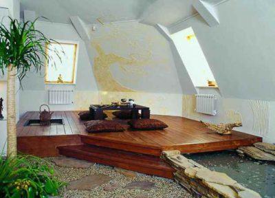 Тематический интерьер выполнен на основе деревянного подиума, возвышающегося над каменными дорожками