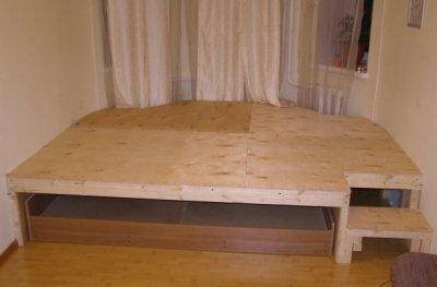 Подиум обшивается прочным листовым материалом, например, фанерой толщиной 20мм