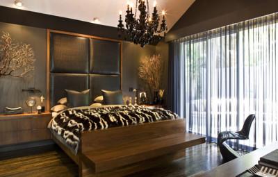 Роскошная спальня в коричнево-золотых тонах
