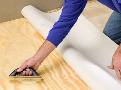Укладка линолеума на деревянный пол: подготовка основания и укладка на клей