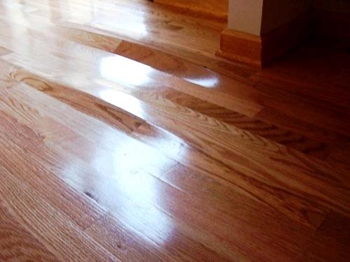 Как убрать «волны» на полу: лечим стяжку, линолеум, ламинат и паркет