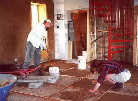 Глинобитный пол: разбор технологии обустройства глиняного и саманного покрытий