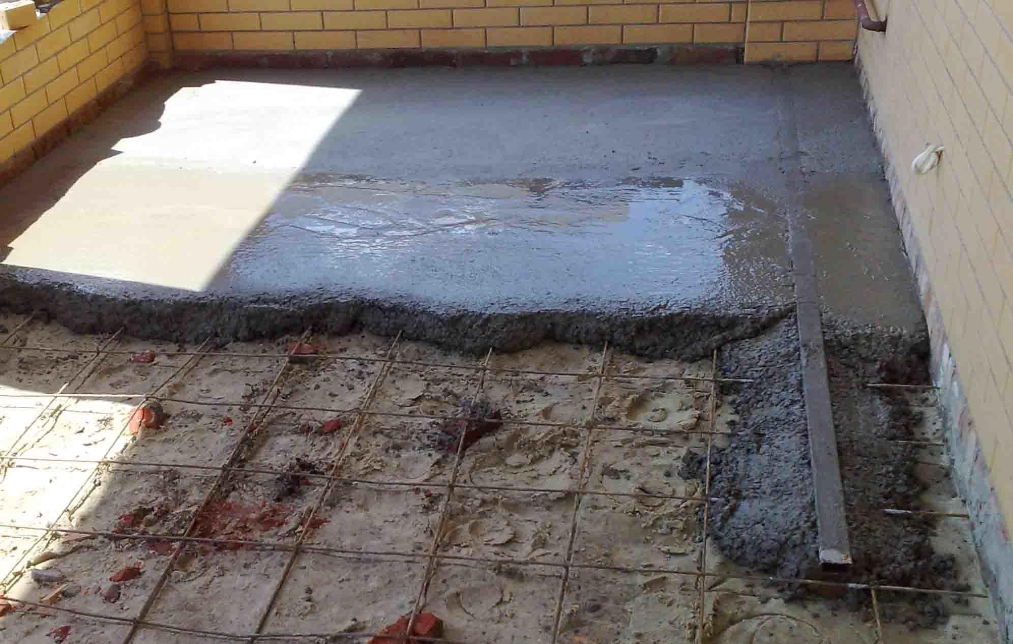 Можно ли делать стяжку пола поверх грунта?
