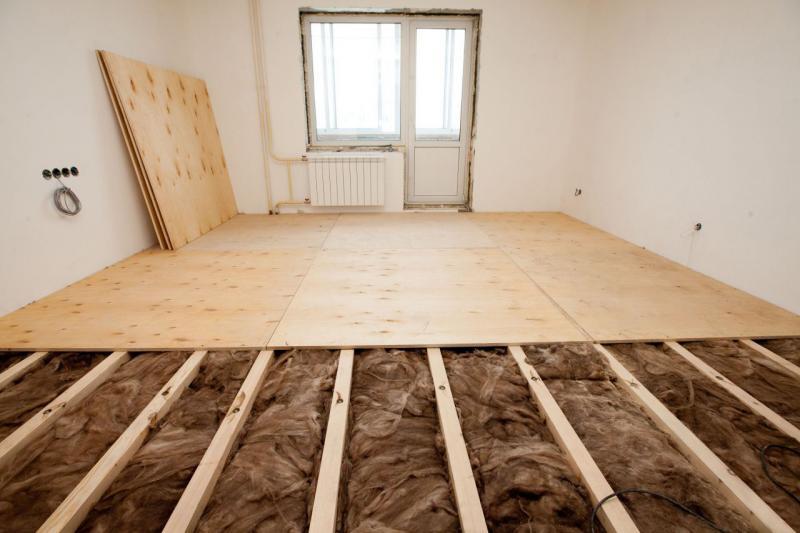 Как в старом доме выровнять деревянный пол под ламинат