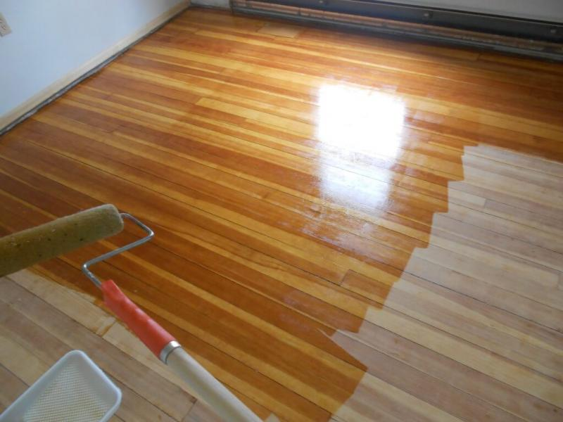 Как покрыть деревянную поверхность лаком, чтобы не было пузырей