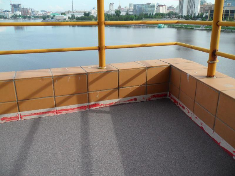 Наливной пол на открытом балконе с уклоном.