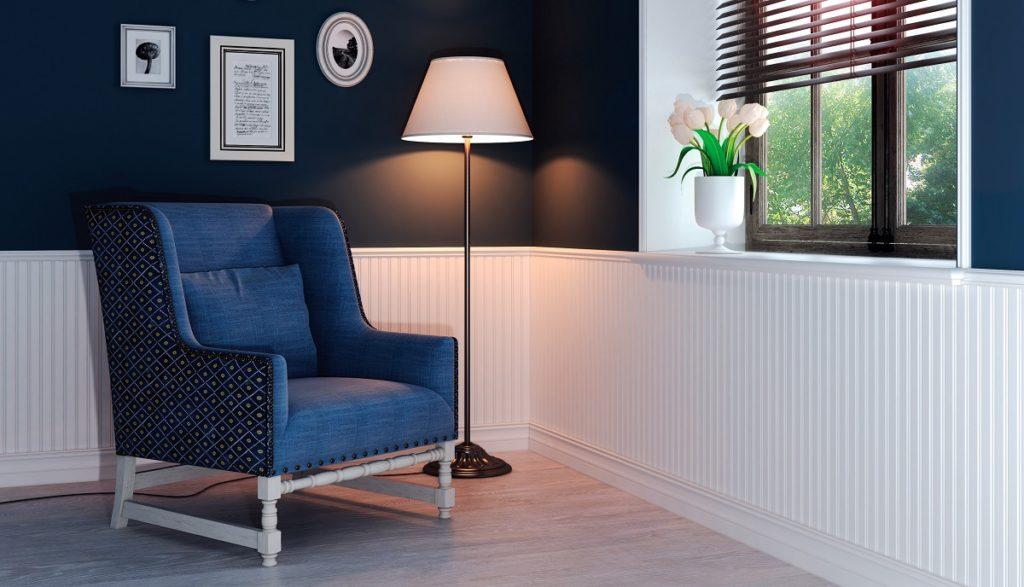 Комната с синим креслом и торшером