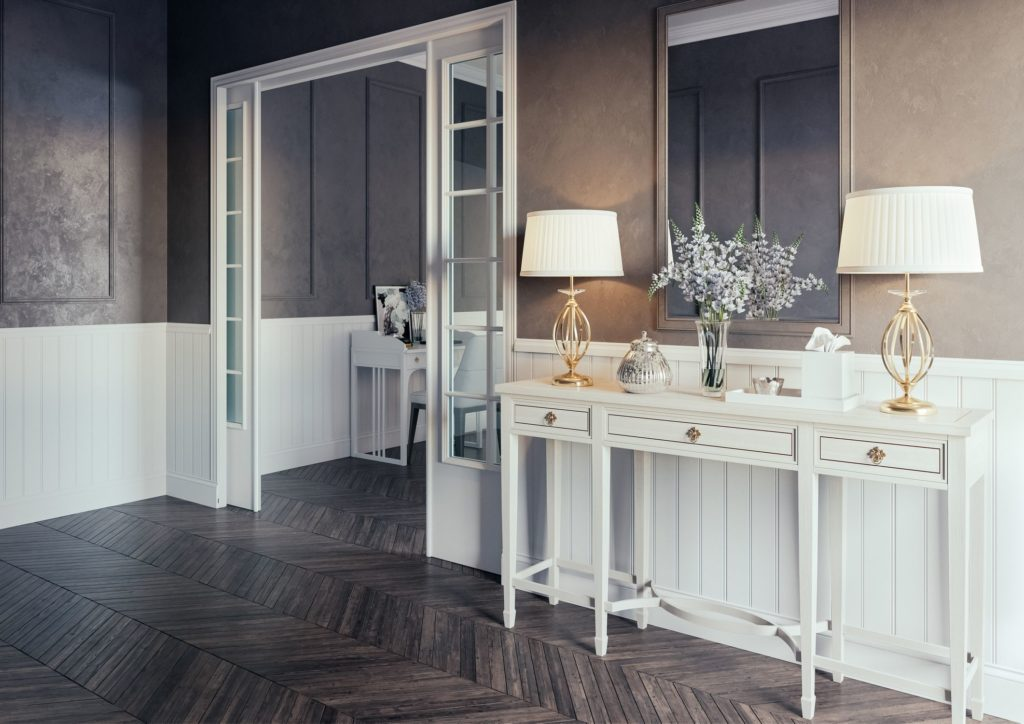 Комната с белым столом