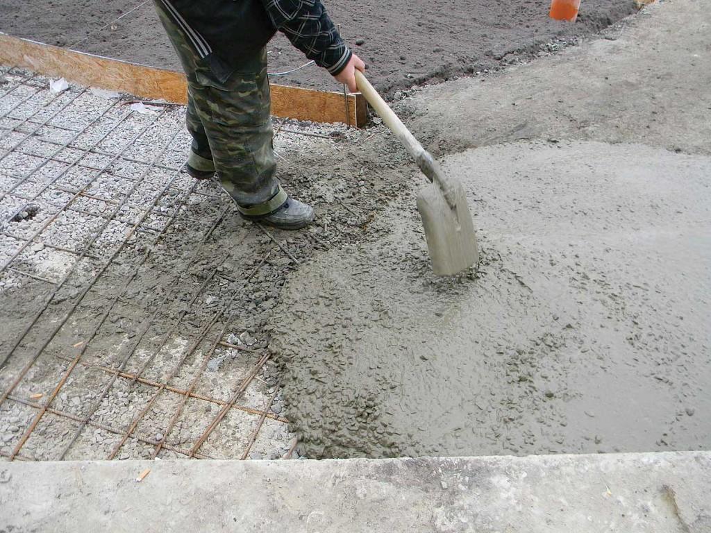 Как сделать раствор для цементирования дорожек6