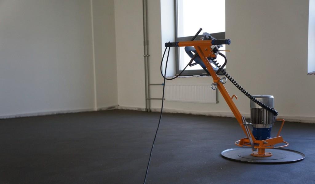 Стяжка пола с электропроводкой: выбор и правила монтажа
