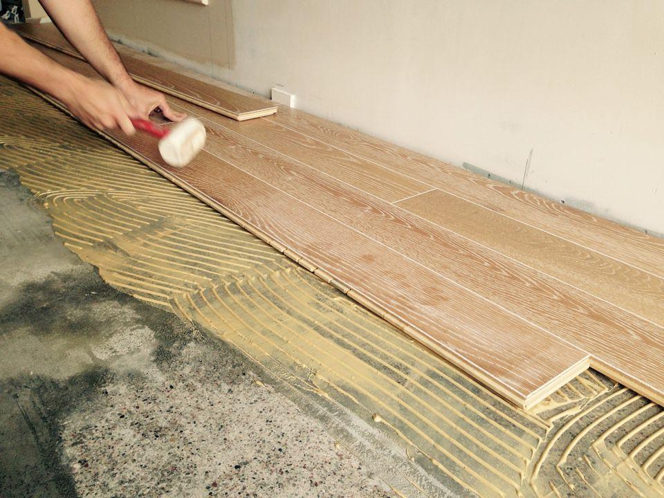 Укладка инженерной доски на бетонное основание