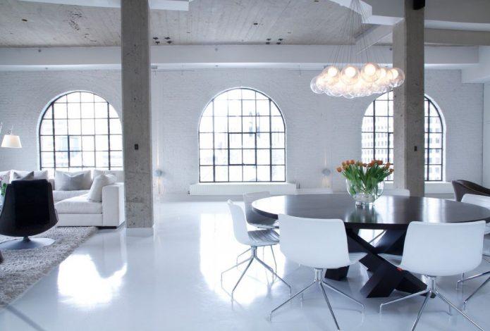 Глянцевый белый ламинат в гостиной
