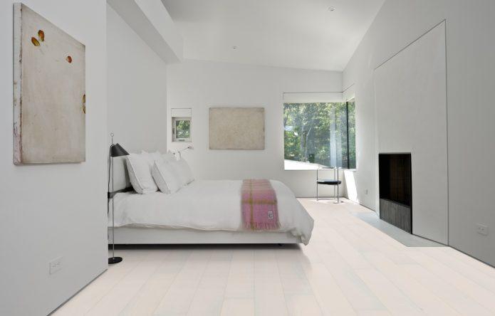Стильная минималистическая спальня в белом цвете